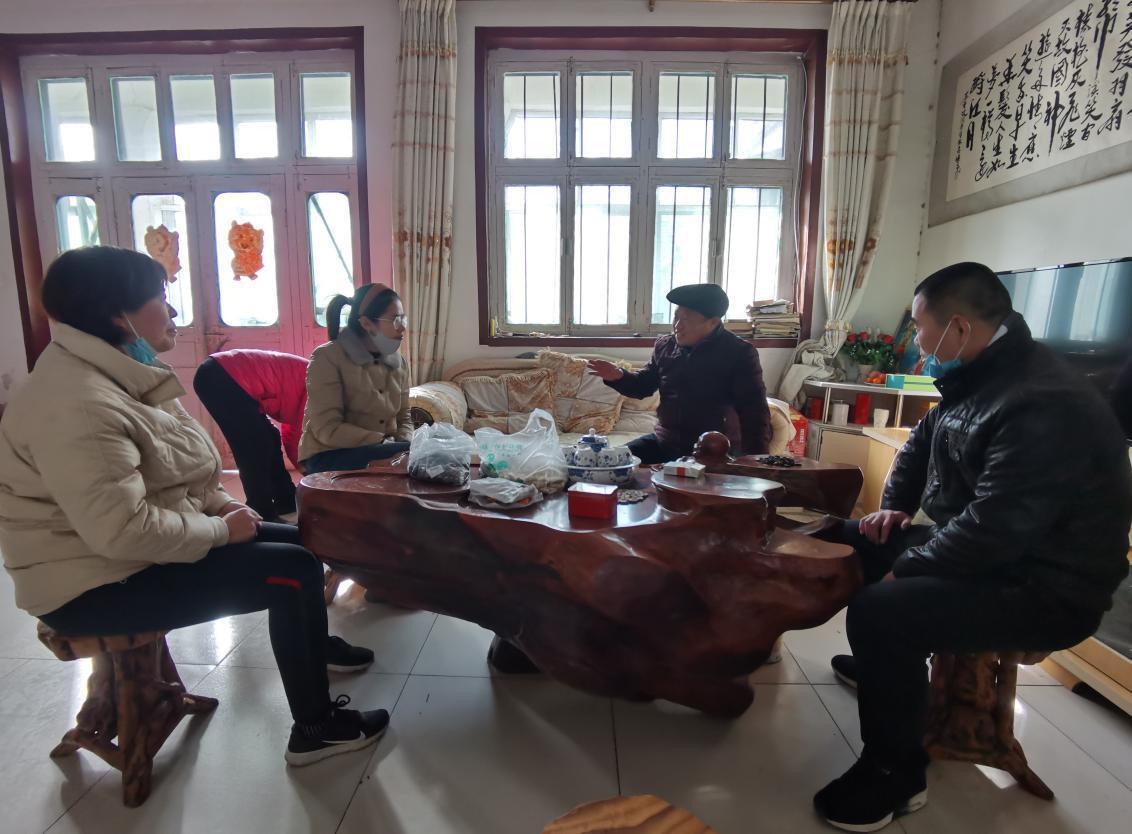 济南市天桥区高王小学党支部春节走访慰问退休老党员活动