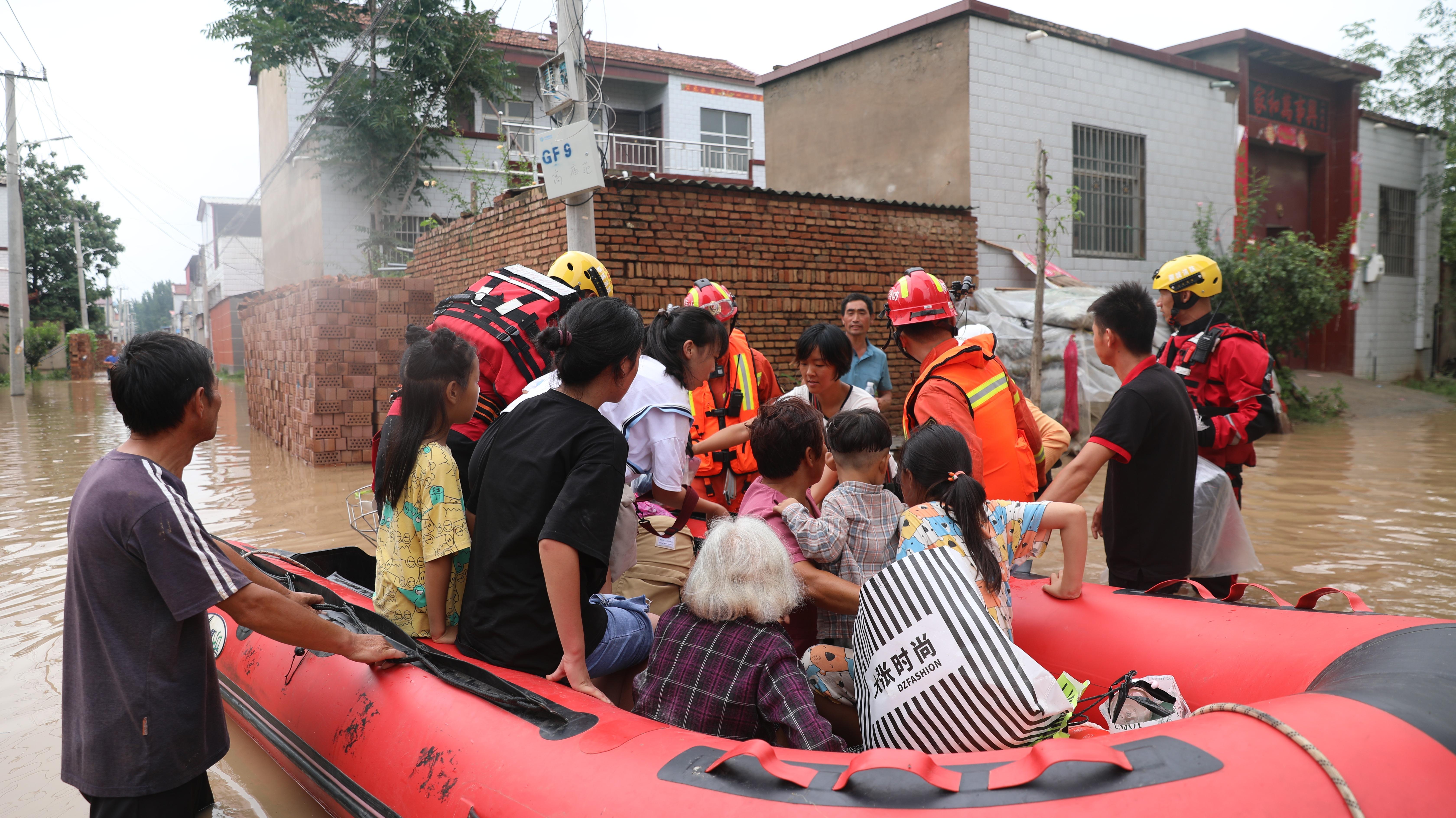 山东消防队130人驰援尉氏县,营救转移群众867人!