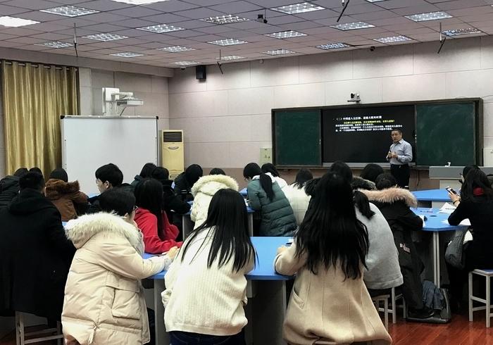 """济钢高中举办第14期""""教师成长沙龙""""活动"""