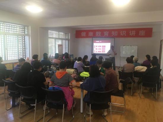 龙洞街道转山西路社区开展健康教育知识讲座