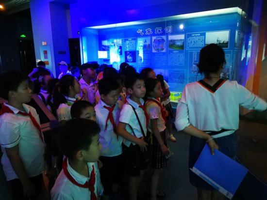 感受科学魅力 景山小学三(4)中队探寻气象之谜
