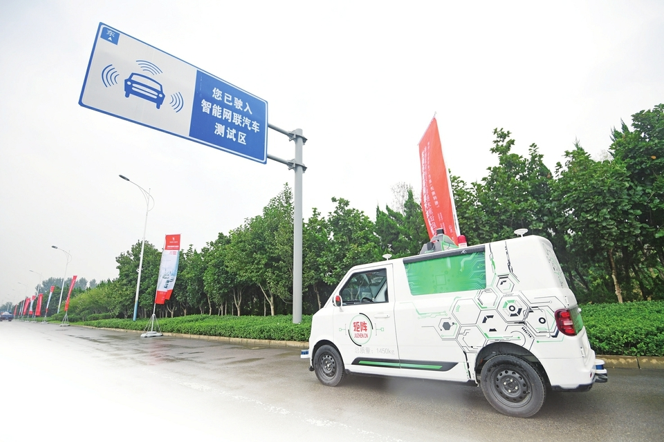 融媒·见证|济南首张新能源物流配送无人车测试牌照颁发——无人快递车上路啦