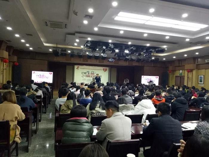 济南市举办高校社团艾滋病预防金莎技能培训班