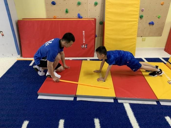 奥龙小学三一中队线上亲子体育运动开展活动