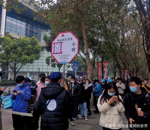 """排队时长超过8小时!武汉""""茶颜悦色""""今天开业,门外一早排起长队"""