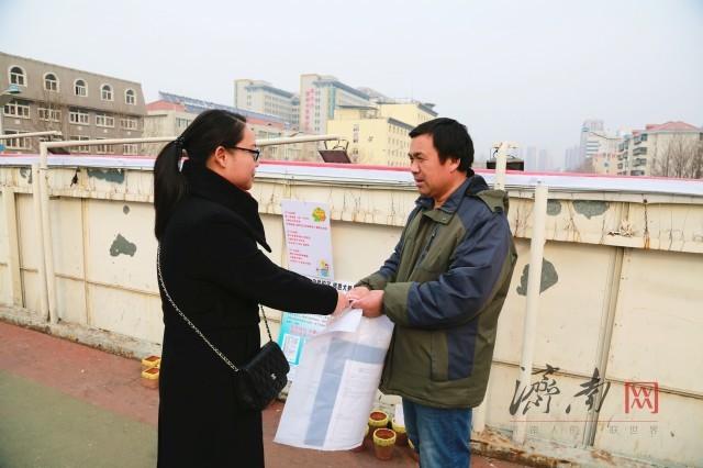 """""""花盆爸爸""""后续:济南市民解囊相助  陈爸爸感谢好心人"""