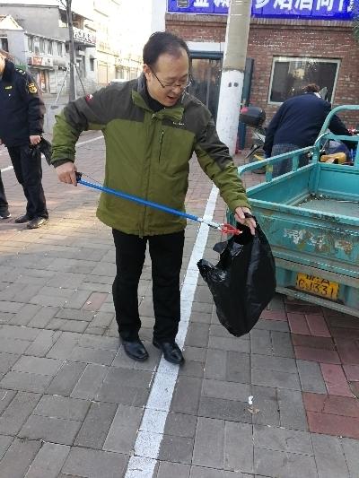 """深入社区一线""""双报到"""" 助力文明城市迎复审——济南市城管局党员社区行"""