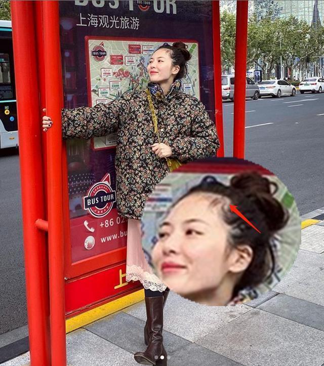 """泫雅穿""""奶奶装""""游上海凹造型,疑受抑郁症影响严重脱发"""