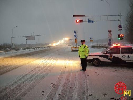 视雪情为命令——济南交警全力做好冰雪天恶劣天气下交通安全管理工作