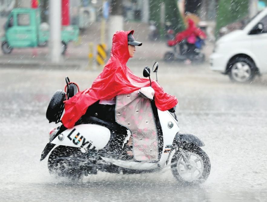 """一场急雨为泉城""""降温"""" 未来几天依然雷雨不断"""