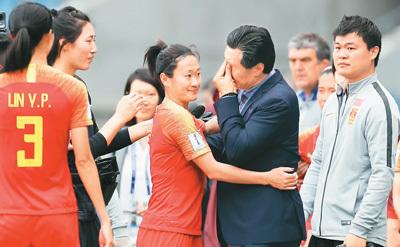 中国女足:擦干泪水再拼搏