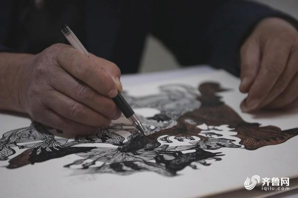 """山东88百家乐现金网""""最牛宿管""""用中性笔画出近300幅作品"""