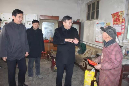 濟南市委統戰部副部長張勇到長清區走訪慰問貧困戶