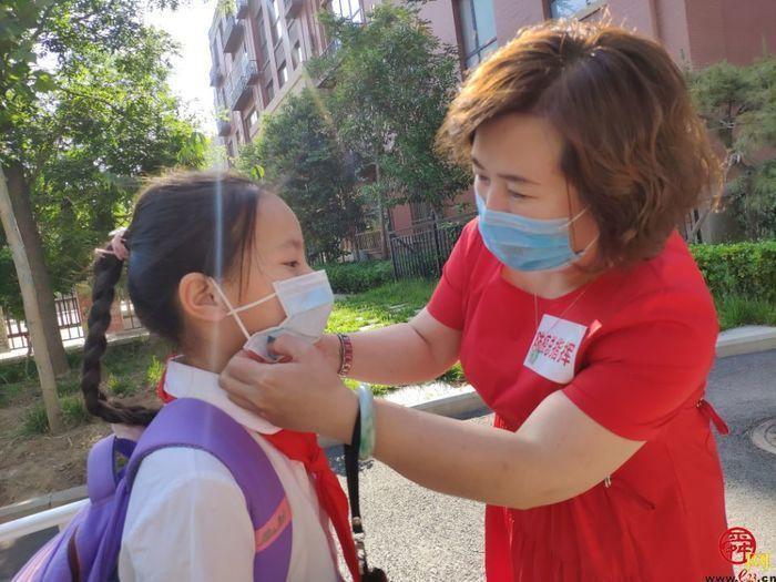 济南高新区凤凰路小学为学生复学准备开学大礼包
