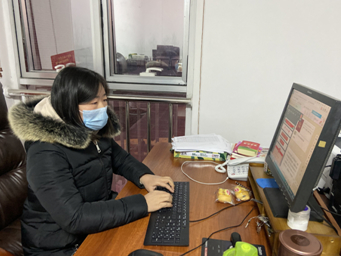 """捐赠手套、写稿件、执勤……天桥区高王小学老师用实际行动战""""疫"""""""