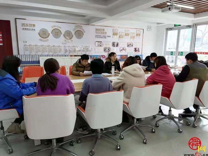甸柳新村街道包居科室下沉第一社区开展疫情防控和安全生产大检查