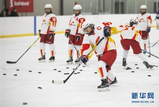 组图:中国U18女子冰球队加拿大集训备战世锦赛
