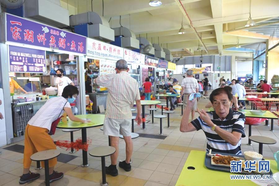 小贩中心新加坡人的社区餐厅