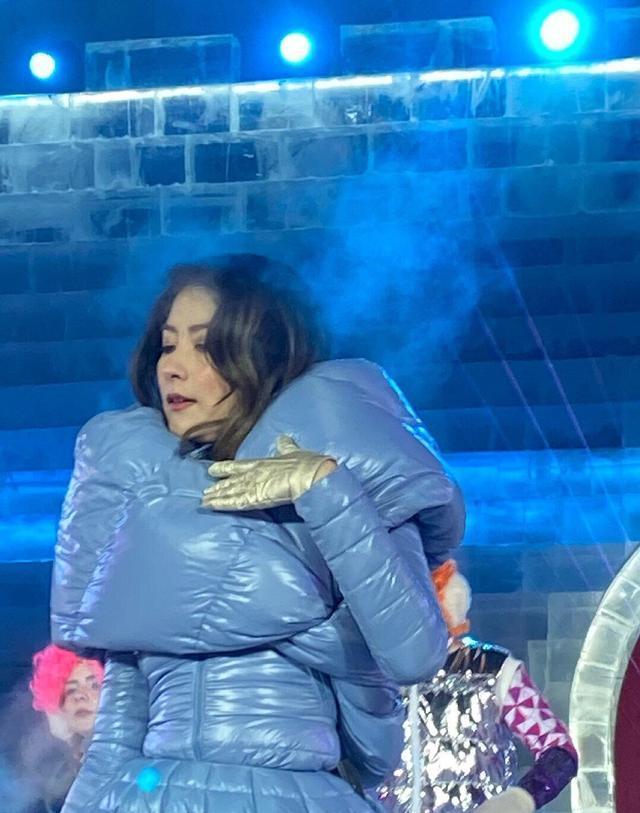 冻出表情包!陈慧琳零下20 ℃登台表演,网友:冬天接通告要谨慎啊