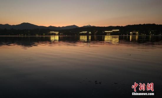 国庆黄金周362万人次游客游西湖 同比降15.97%