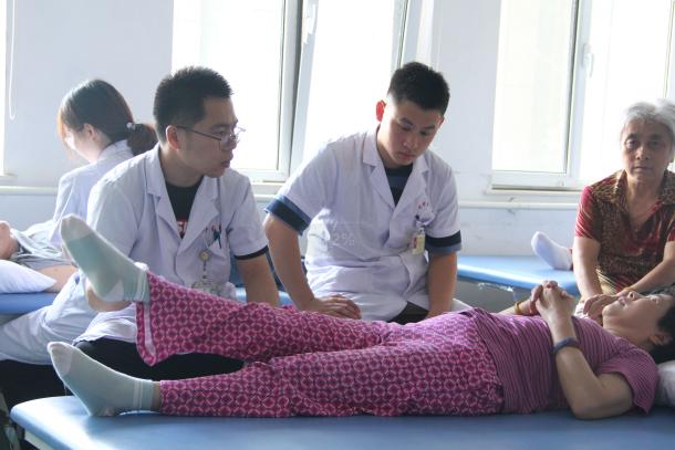"""山东省中医康复科:团队庞大而""""精良""""疗法实用而高效"""