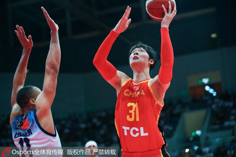 王哲林23分9篮板 中国男篮逆转再胜澳洲NBL联队