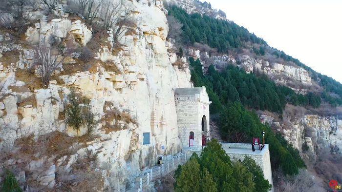 【飞阅泉城】俯瞰佛慧山:悬崖峭壁蔚为壮观 山势峭拔风景如画