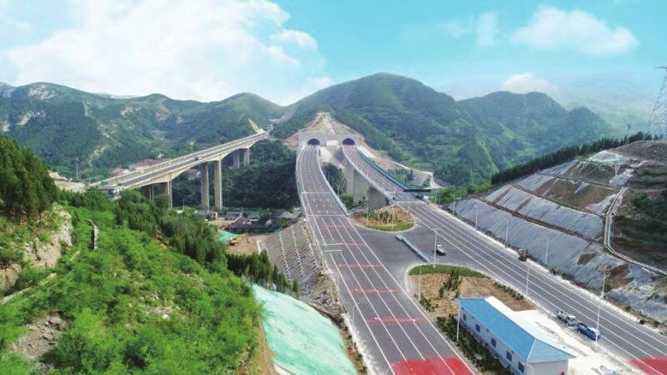滨莱高速淄博西至莱芜段具备通车条件 由双向四车道扩至八车道
