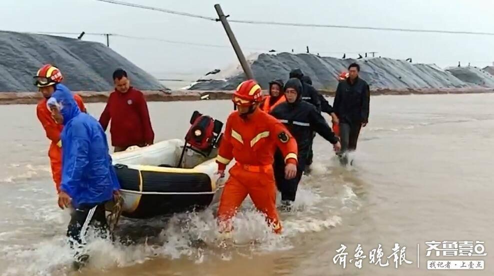 河水倒灌盐场,滨州25名工人被困宿舍!消防部门赶赴现场救援