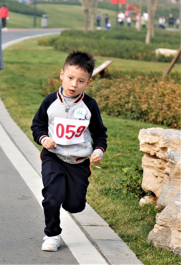 历山双语学校首届环湖Mini马拉松挑战赛开跑