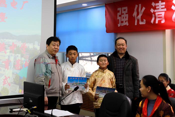 西藏中学社会实践教育基地在济南热电揭牌