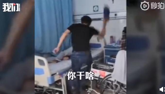 父亲偏瘫住院不愿翻身,儿子用拖鞋猛抽屁股5次!警方:行拘!