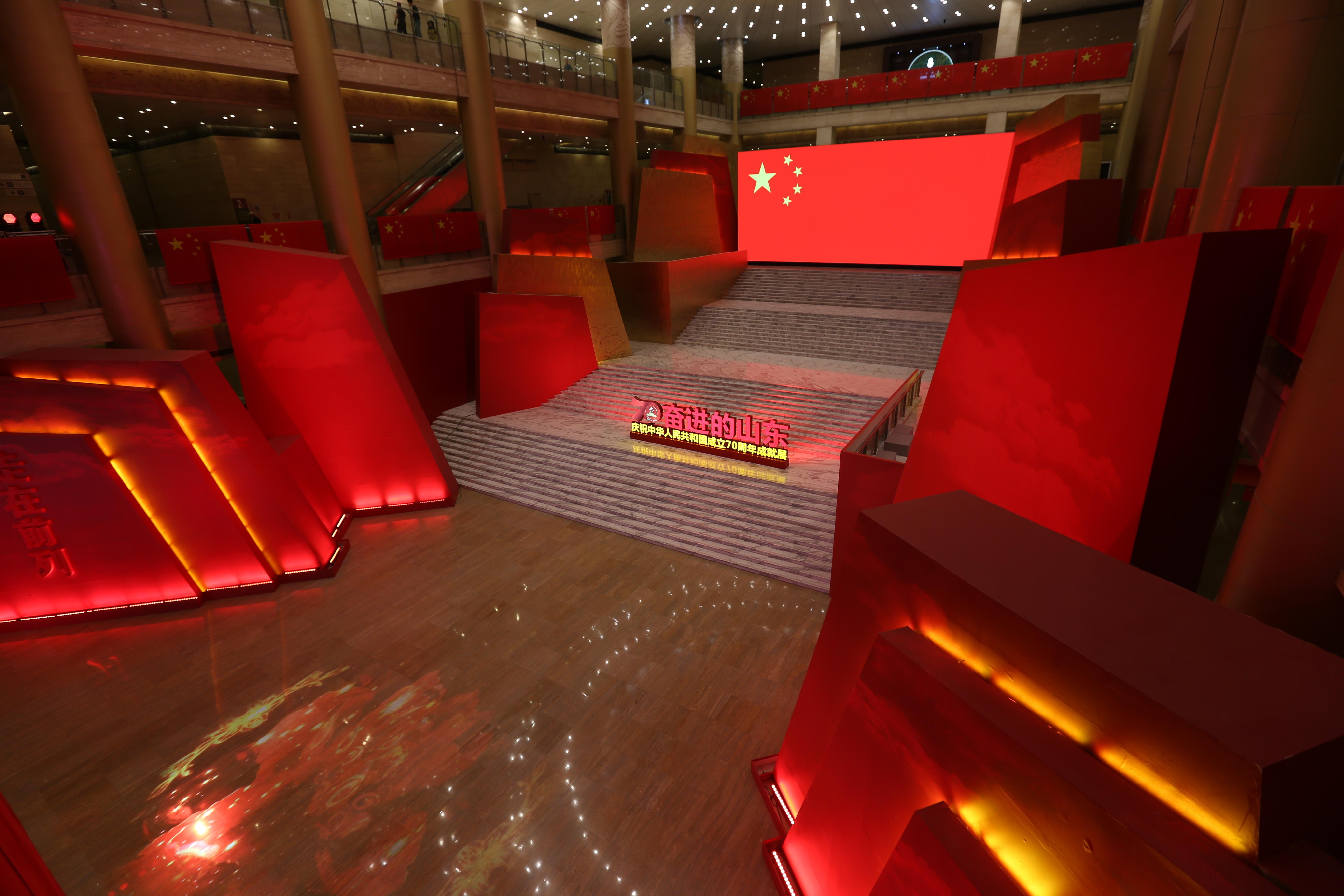 """揭秘70周年成就展幕后:泰山、牡丹设计寓意齐鲁大地""""国泰民安"""""""