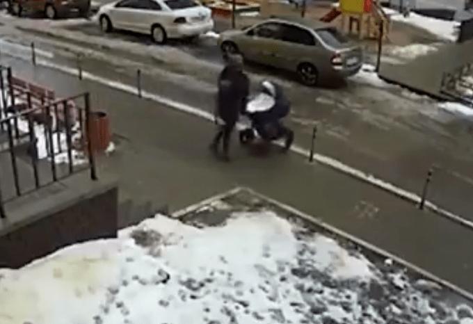 双双身亡!男子跳楼自杀砸中路边婴儿车,现场到底发生了什么?