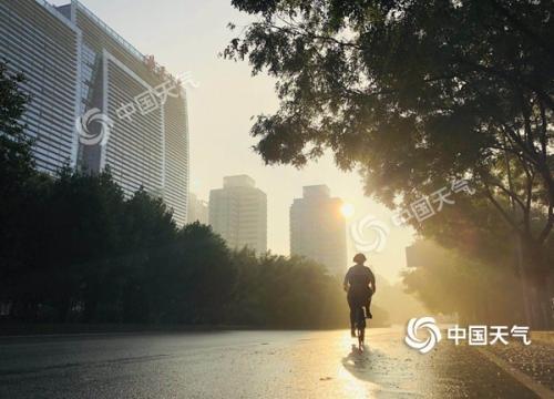 """""""桑拿天""""迎大暑 北京最高气温34℃体感闷热"""