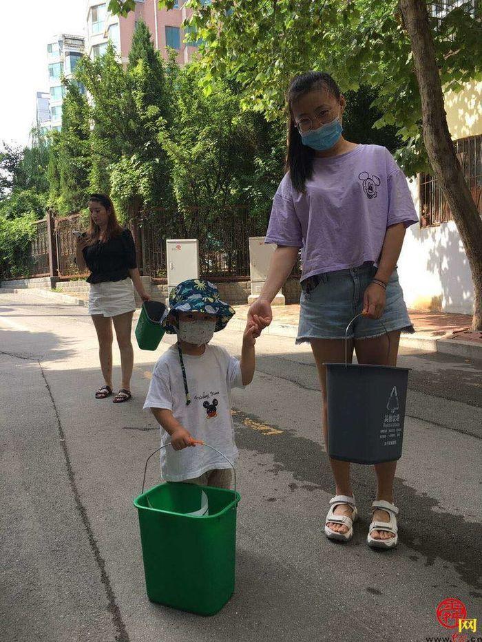 吉祥苑社区垃圾分类容器正式发放