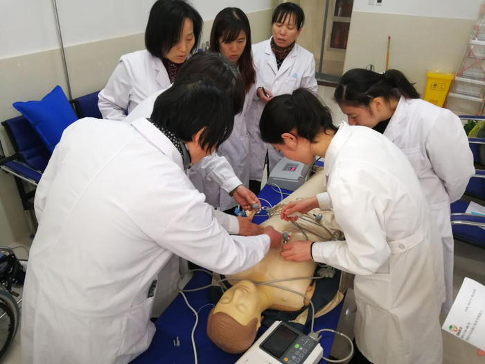 济南幼高专医务室开展工作人员急救培训