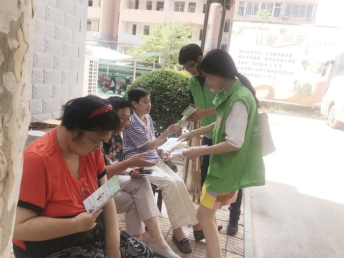 """济南市疾控中心青年志愿者走进济南市社会福利院开展""""国家卫生城市复审""""志愿服务活动"""