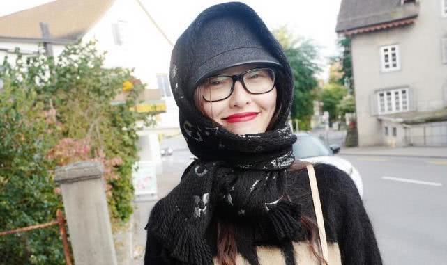 唐嫣素颜红唇笑成小女表情表情下视角老公人味包打架老奶奶图片