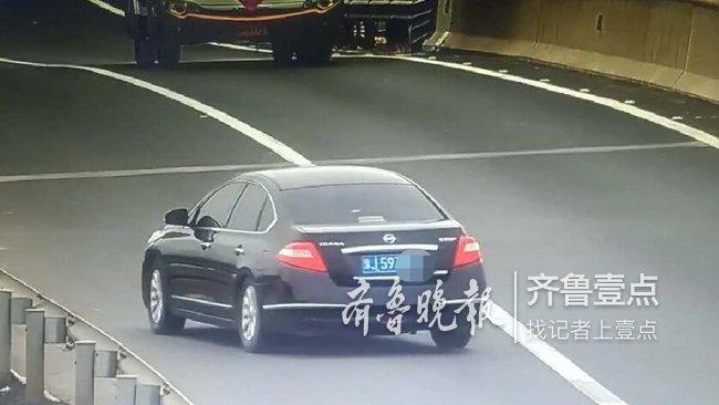小轿车高速上逆行进入服务区,驾驶员被记12分罚200