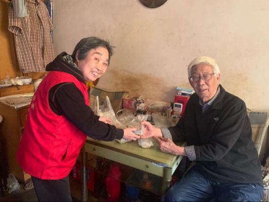"""四年烹制""""一道菜""""  制锦市街道""""爱心午餐""""温暖老人心"""