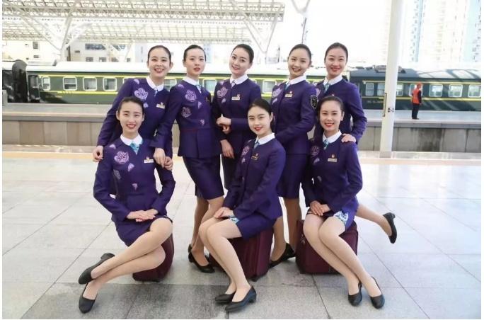 """日兰高铁开通在即,靓丽""""高姐""""新装亮相!还能扫二维码办票"""