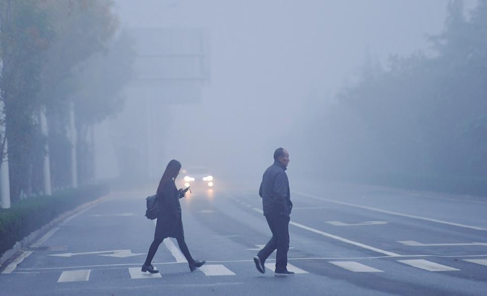 """济南迎来今冬首个""""双黄""""预警,降温幅度可达10~12℃"""