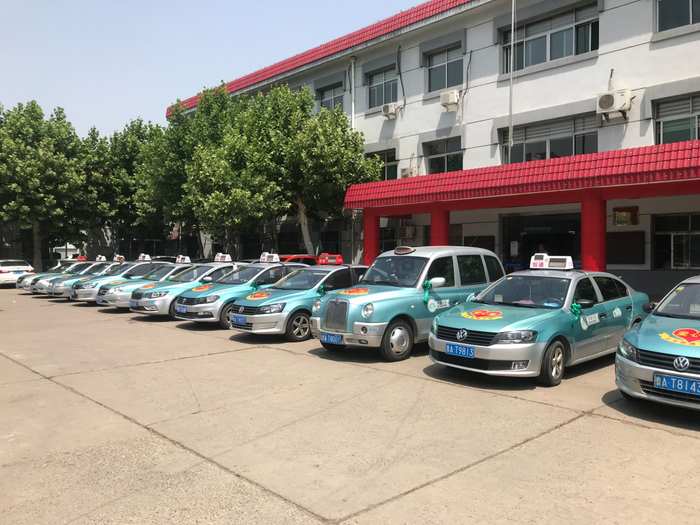 80辆爱心车助力考生 恒通、鲁能出租为考生护航