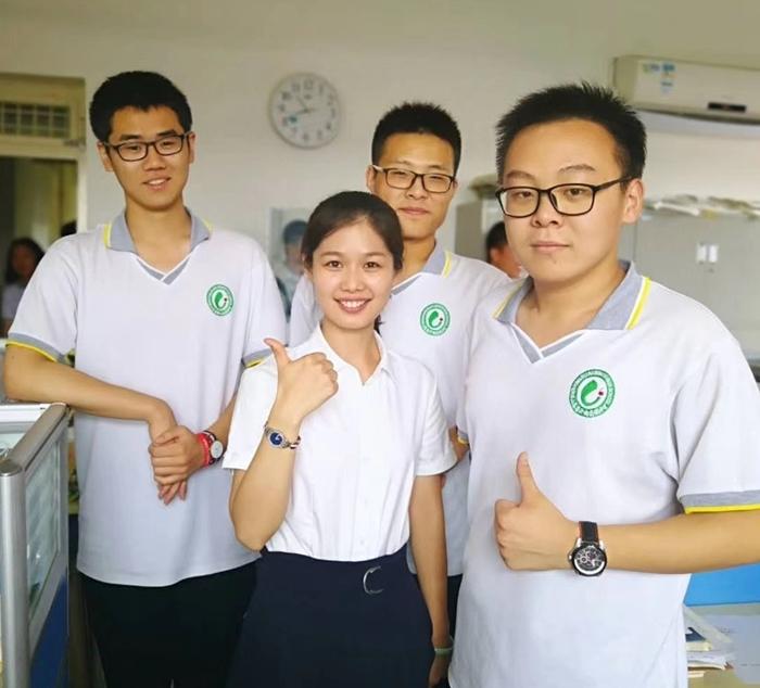 济钢高中教师风采丨吴慧:你的泪晶莹剔透,心中一定还有梦