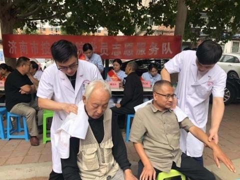"""济南市按摩医院到""""双报到""""社区开展义诊活动"""