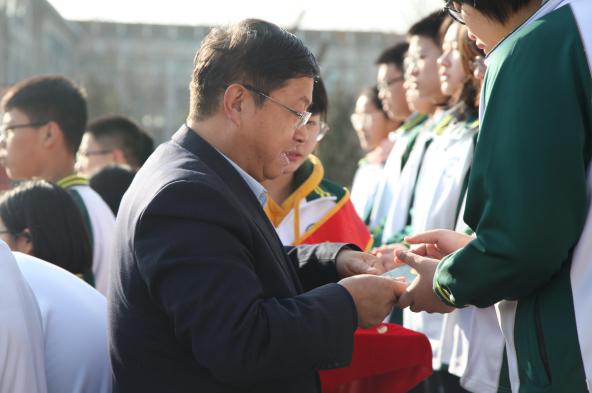 奋进的青春 济南三中举行新团员入团仪式