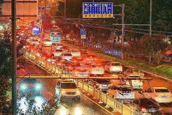 济南交警预测12日晚市区交通流量将达到顶峰,请您回家莫着急!