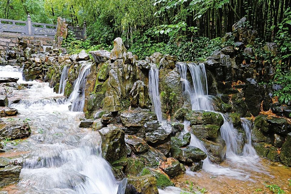 水丰泉也欢 悠然见南山