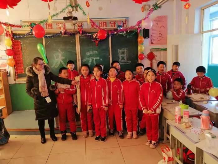 家校一起庆元旦!莱芜张家洼中心小学举办庆元旦联欢